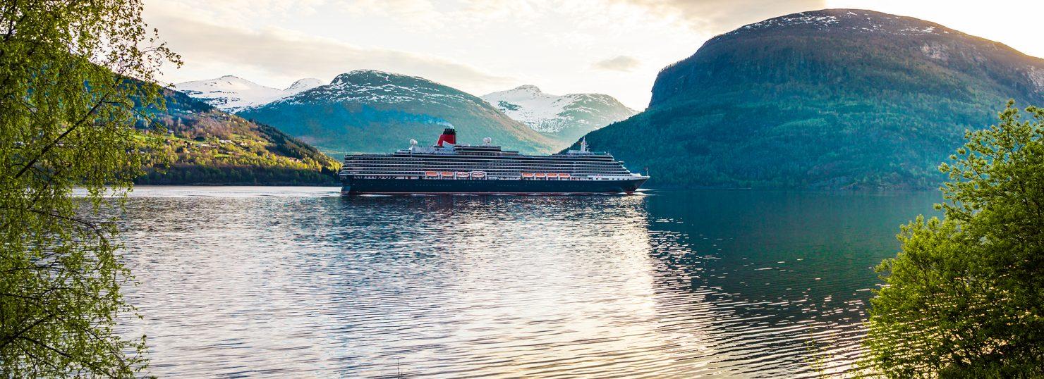 https://www.cunard.com/Global/Images/Ships/QM2/Queen-Mary-2-965x420.jpg